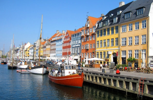 A short stroll from the Phoenix Hotel, Nyhavn is where the locals, tourists and TAAN members gather for their daily food and beverage.